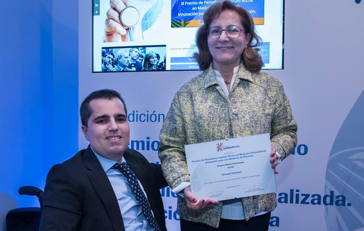 Gonzalo Estefanía, accésit Medios Audiovisuales y Elsa González (Miembro del Jurado)