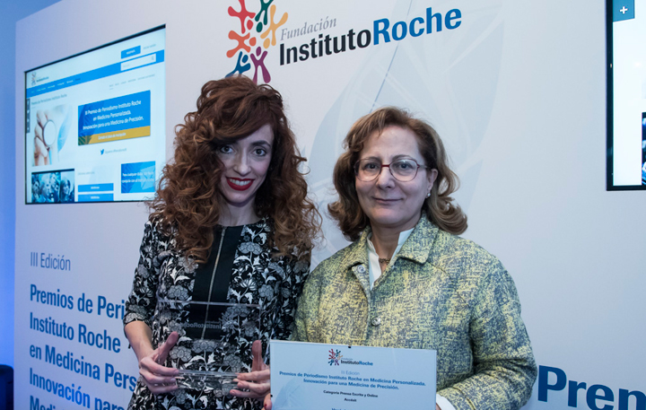 Verónica Fuentes, Accésit Prensa Escrita y Online y Elsa González (Miembro del Jurado)