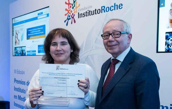 Ainhoa Iriberri, Mención Especial Prensa escrita y online y Julio Sánchez Fierro (Patrono Fundación Instituto Roche)