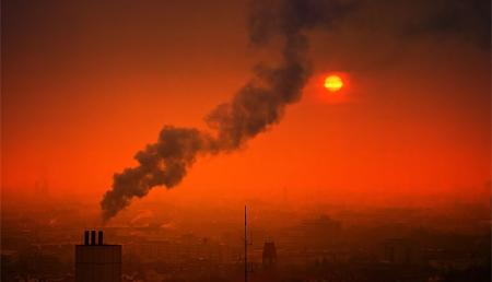 La exposición a la contaminación atmosférica en el embarazo podría asociarse con alteraciones en el cerebro en niños y niñas